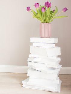 DIY-Anleitung: Bücherturm als Beistelltisch bauen via DaWanda.com