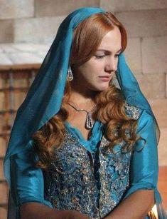 Sultan Pictures, Meryem Uzerli, Hijab Fashionista, Celebrity Gallery, Beautiful Costumes, Lady V, Powerful Women, Most Beautiful Women, Fashion Photo
