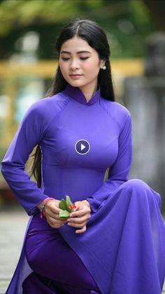 Beautiful girls with long dresses Ao Dai, Vietnam Girl, Vietnamese Dress, Foto Instagram, Beautiful Asian Women, Asian Fashion, Asian Woman, Asian Beauty, Fashion Models