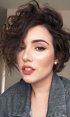 Short Hairstyles: 14 Trends Bob Hairstyles and Haircuts in 2019 - Curly Bob Hairstyles Short Bob Hairstyles, Easy Hairstyles, Bob Haircuts, Hairstyles 2018, Undercut Hairstyles, Hairstyle Short, Medium Hairstyles, Black Hairstyles, Wedding Hairstyles