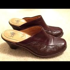 FREE SHIPPING-SOFFT Heeled Brown Leather Mules Only worn a few times. Great condition. Small scuff on front of one toe is only sign of wear. Sofft Shoes Mules & Clogs
