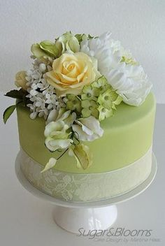 Sugar flower cake in soft green and yellow shades - peonies, roses, sweet peas and hydrangeas out of gumpaste, sugarpaste wedding cakes green Gorgeous Cakes, Pretty Cakes, Amazing Cakes, Beautiful Birthday Cakes, Fondant Cakes, Cupcake Cakes, Green Cake, Buttercream Flowers, Floral Cake