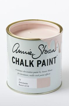 Chalk Paint® by Annie Sloan old style tin in Louis Blue, a clean pastel blue. Annie Sloan first developed her signature range of furniture paint in calling it 'Chalk Paint' because of this decorative paint's velvety, matte finish. Tinta Chalk Paint, Blue Chalk Paint, Pink Chalk, How To Use Annie Sloan Chalk Paint, Chalk Paint Brands, Chalk Paint Kitchen, Chalk Paint Table, Paint Bathroom, Deco Rose