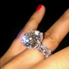 Absolutely Love it! Ahhh... This would be the ultimate Engagement Ring!  In my opinion.