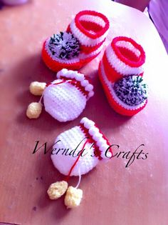 Crochet baby shoes and glove