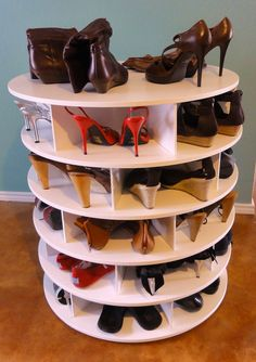 How to make a lazy Susan shoe rack. The video is so easy to follow and straight to the point. Now only if i had the equipment?? Hmmmmm.