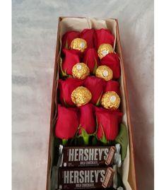 Flower Box Gift, Flower Boxes, Diy Bouquet, Candy Bouquet, Valentine Gift Baskets, Valentine Gifts, Alcohol Bottle Decorations, Chocolate Bouquet Diy, Valentine Bouquet