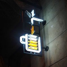 Kufle i Kapsle multitap in Warsaw neon Neon Jungle, Neon Lighting, Home Brewing, Neon Signs, Lights, Glass, Drinkware, Corning Glass, Lighting