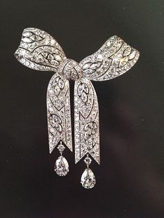 Elizabeth Taylor' s belle epoque diamond brooch from Gillot. Elizabeth Taylor is my jewelry idol.