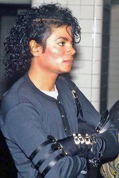 The Consulting Moonwalking Disney Princess Of Asga : Photo Joseph, Mj Bad, Michael Jackson Bad Era, Jackson Family, King Of Music, The Jacksons, We Are The World, American Singers, Record Producer