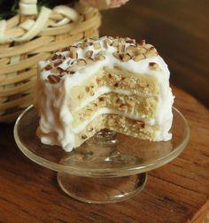 1:12 scale // Dollhouse Miniature Hickory Heaven Cake van fairchildart op Etsy