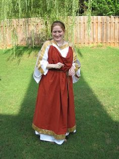 Roman dress, site has *fantastic* article. I feel like such a goose, but I totes know Philippa from SCA :) Her garb is so gorgeous in person!