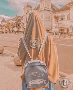 Hijabi Girl, Girl Hijab, Hijab Dpz, Islamic Girl, Arab Fashion, Shy Girls, Bare Bears, Hijab Chic, Beautiful Hijab