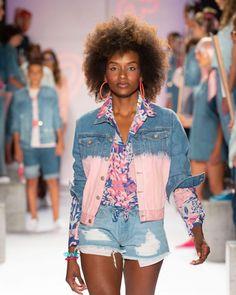 Sabes qué es el universo Jeanswear? ••Sabias que jean no es una tela👖¿De qué tela están hechos los jeans? •👖 Descubre las tendencias Jeanswear 2018 👖Link en bio ••#culturademoda #diseñocolombiano #colombiamoda #modacolombiana #fashionradicals #jeanswear #jeanstrends #fashiontrends2018Foto pasarela PEOPLE #COLOMBIAMODA @modorosa Jeans, Denim, Instagram, Trends, Link, Women, Fashion, Tela, Walkway