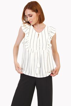 Wear it all summer long Stripes Design, Cute Outfits, Short Sleeves, Blouse, Casual, Model, How To Wear, Beautiful, Color