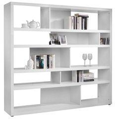 Dieses elegante Regal in Weiß ist ein absoluter Blickfang - egal ob im Wohnzimmer oder im Büro! Das ca. 190 x 173 x 35 cm (Breite x Höhe x Tiefe) große Regal bietet genug Platz, um Bücher, Vasen oder andere schöne Dekostücke zu platzieren. Auch Bücher, CDs oder DVDs können Sie in diesem dekorativen Regal schön in Szene setzen. Die asymetrische Anordnung der einzelnen Fächer und die nur teilweise vorhandene Rückwand verleihen dem Wandregal das gewisse Etwas. Das hochglänzende Weiß unter