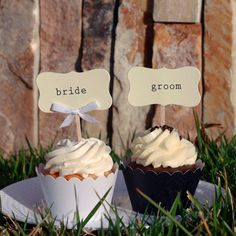 Bride and Groom Cupcakes by @Dress My Cupcake