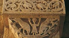 Detalle de capitel de la Iglesia de San Pedro de la Nave en Campillo, Zamora. Daniel en el foso de los leones
