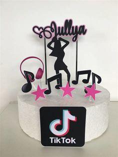 33rd Birthday, Birthday Cakes, Birthday Ideas, Cupcake Cakes, Cupcakes, Desserts, Sunflower Party, Bottle Crafts, Cakes
