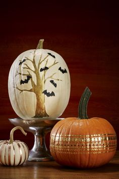 Bat Tree & Metallic Pumpkins DIY: Use gold permanent markers and paint to create these pretty designs. Click through for the easy Halloween idea and full tutorial.
