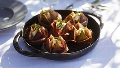 Delicious recipes for your cast iron products from Staub. Try the recipe: Grilled figs with Taleggio cheese Taleggio Cheese, Staub Recipe, Enameled Cast Iron Cookware, Happy Kitchen, Best Chef, Eggplant, Food And Drink, Yummy Food, Prosciutto