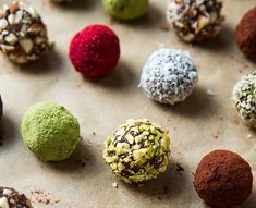Vegan Chocolate Truffle Energy Bites (Raw, Gluten-free) // Don't you just want to eat all these sweet balls up? They are parading in festive Christmas colors making them a cute edible gift. Desserts Crus, Raw Vegan Desserts, Raw Vegan Recipes, Vegan Treats, Vegan Snacks, Vegan Gluten Free, Gluten Free Recipes, Dessert Recipes, Vegan Raw