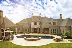 Exterior design with guest house Dream Home Design, My Dream Home, Dream Homes, Dream Mansion, Traditional Exterior, Mansions Homes, Luxury Mansions, House Goals, Exterior Design
