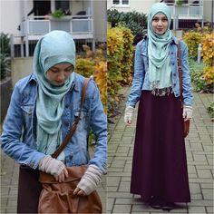Jean jackets + blue hijab + black skirt. #hijab #fashion