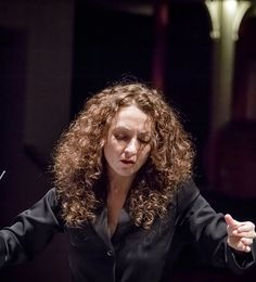 Lucia Marin ensayando con la Orquesta de Cordoba