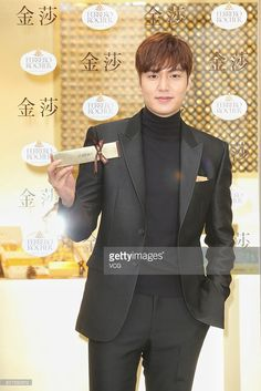 south-korean-actor-and-singer-lee-minho-attends-the-opening-ceremony-picture-id501550512 (683×1024)