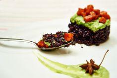 tortino-riso-nero-avocado-e-carote riso nero, leggero e aromatico, profumato con una crema di avocado e le carote spezziate. Gusto light