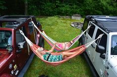 Jeep hammocking, coolest thing ever Auto Jeep, Jeep Camping, Jeep Wrangler Camping, Jeep Wrangler Interior, G Wagon, Jeep Cherokee, My Dream Car, Dream Cars, Accessoires Jeep