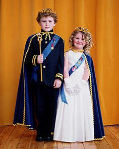 With Halloween fast approaching, it's time to start thinking about costumes. We've gathered our favorite kids' costumes to inspire you and your family. Halloween Costumes Kids Homemade, Halloween Kids, Couple Halloween, King And Queen Costume, King Costume For Kids, Prince Costume For Boy, Tutorial Fantasia, Girl Costumes, Sleeping Beauty