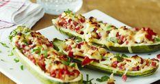 Kesäkurpitsoista saat paitsi nopean, myös täyttävän ja herkullisen ruoan, kun sujautat niiden sisään kinkkusuikaleita tai jauhelihaa.