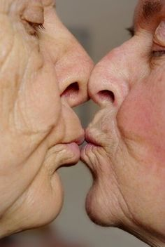 True Love et tendresse. Beau et attendrissant. Love Is In The Air, Old Love, Real Love, Just Love, True Love, Vieux Couples, Old Couples, Couples In Love, Elderly Couples