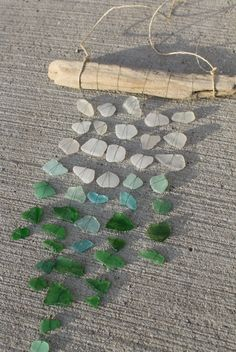 Sea Glass Mobile Sun Catcher Ombre Colors Could I diy this? Sea Glass Crafts, Sea Glass Art, Beach Crafts, Fun Crafts, Deco Nature, Ombre Color, Decoration Design, Driftwood Art, Sun Catcher