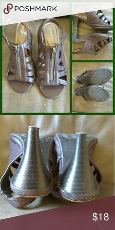DRESSBARN BROWN GLADIATOR SANDALS My favorites.  Man-made materials.  7.5 wide.  Some wear on the edges above the heels.  Not noticeable. Dress Barn Shoes Sandals
