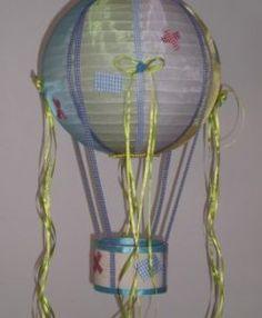 χειροποίητο παιδικό φωτιστικό αερόστατο οργάντζα σατέν καί καρώ κορδέλες 35Χ70εκ