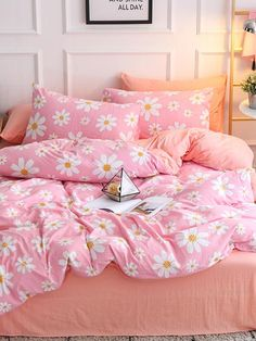 To find out about the Allover Flower Print Sheet Set at SHEIN, part of our latest Bedding Sets ready to shop online today! Damask Bedding, Bedding Sets, Cute Room Decor, Home Room Design, Hotel Bed, Bed In A Bag, Aesthetic Rooms, Bed Sheets, Linen Sheets