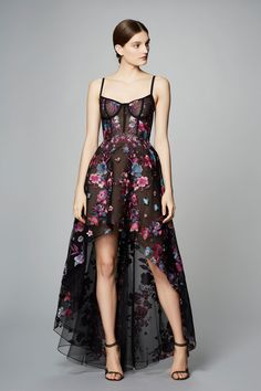 See the complete Marchesa Notte Pre-Fall 2017 collection.