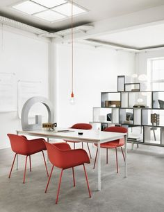 Muuto Fiber chair - The Dusty red colour adds warmth to a minimalistic background