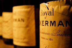 A large selection of sparkling wines (Cremant de Loire, Saumur brut…) and Loire Valley wines (Saumur-Champigny, Chinon, Sancerre…).