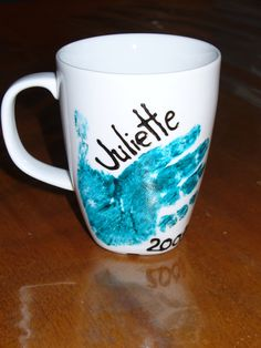 Used Pebeo Vitrea paint as directed. Daycare Gifts, Cadeau Parents, Diy Mugs, Fathers Day Crafts, Paint Designs, Diy Craft Projects, Christmas Gifts, Tableware, Painting