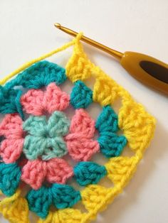 Granny Square step by step: need translator, great photo tutorial.