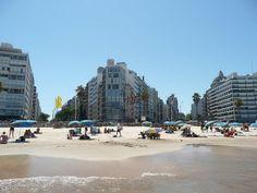Playa Pocitos a la altura de Avda. Brasil y Br. España
