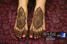 Don't usuall like feet-henna pics, but this is really pretty! Mehndi Art, Henna Art, Mehendi, Heena Design, Mehndi Designs, Bridal Henna, Bridal Hair, Sanam Baloch Wedding, Finger Wave Hair