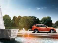 The BMW impresses with its sporty, powerful design and a high level of dynamics and flexibility – perfect for new adventures. Bmw Models, Build Your Own, Alloy Wheel, Luxury Cars, Convertible, North America, Automobile, Building, Image