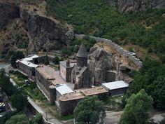 самые древние храмы армении | ... панорамы монастыря Гехард в Армении
