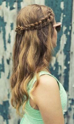 Summer look with a partial braid and tousled hair. Inspired by L'Oreal Advanced Hairstyle