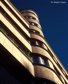 Perła gdyńskiego modernizmu - dom mieszkalny Funduszu Emerytalnego BGK, ul. 3 Maja / A pearl of the modernism of Gdynia - BGK Tenment, ul. 3 Maja | fot. Zbigniew Treppa | #modernism  #gdynia  #architecture